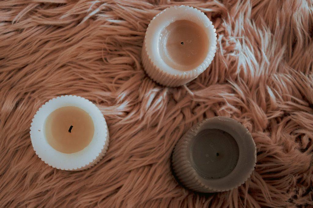 jak usunąć wosk z dywanu